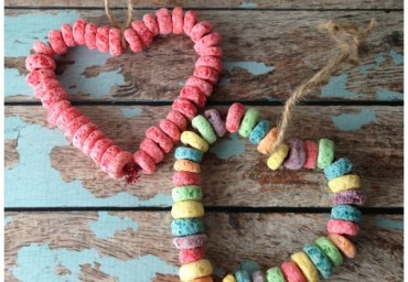 Preschool-Valentine-Crafts-Fruit-Loop-Bird-Feeder-3